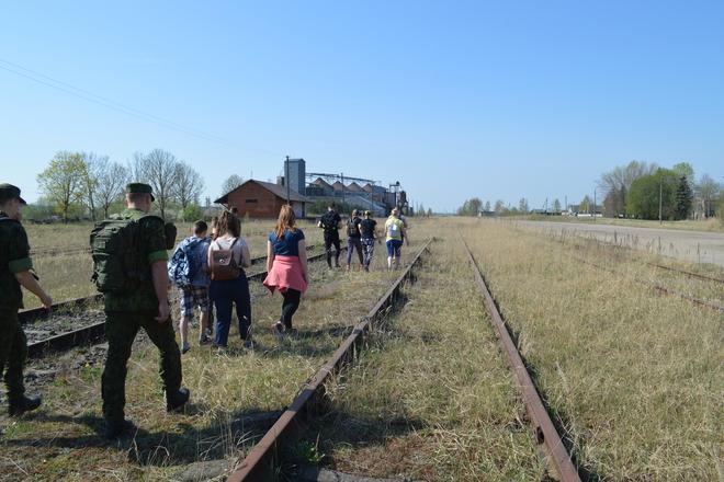 Ap Skuodu pa dzelzceļu (gājēju ceļš)